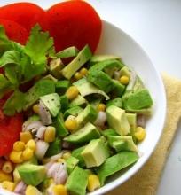 Avokadų ir kukurūzų salotos