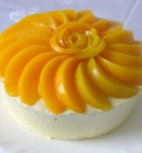 Mangų – persikų tortas