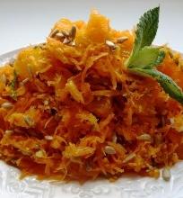 Be galo gardžios morkų, salierų ir mandarinų salotos