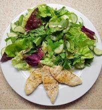 Daržo salotos su šiltais vištienos kepsniukais
