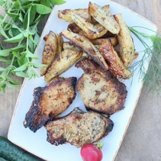 Kiaulienos kepsneliai su orkaitėje keptomis bulvėmis