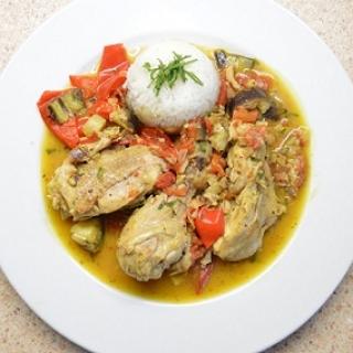 Vištienos troškinys su paprika ir baklažanais