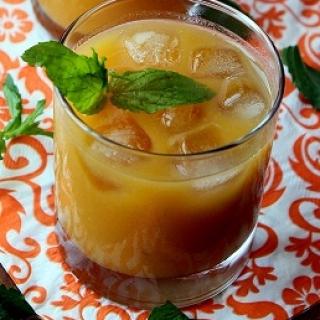 Abrikosų ir persikų kompotas