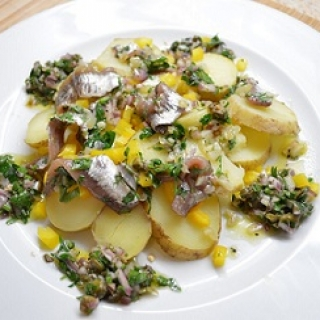 Bulvių salotos su marinuotais ančiuviais