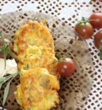 Daržovių blyneliai su sūriu