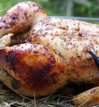 ant šiaudų keptas viščiukas