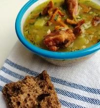 Džiovintų baravykų, voveraičių ir perlinių kruopų sriuba su daržov ėmis