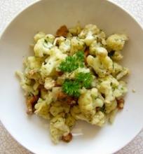 Šiltos kalafijorų ir voveraičių salotos