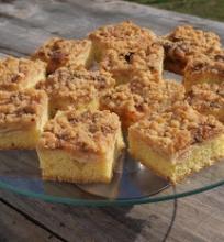 Obuolių pyragas su traške viršūne