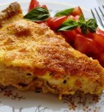 Vištienos, porų ir cukinijų tartas su aštria sūrio plutele