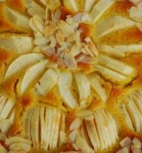 Migdolinis obuolių ir medaus pyragas