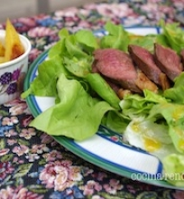 Prancūziška maisto šventė ir salotos su anties krūtinėle