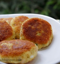 bulvių kotletukai su sūriu, kumpiu ir kiaušiniais