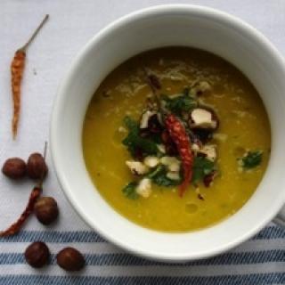 Trinta moliūgų sriuba su petražolėmis ir lazdyno riešutų aliejumi