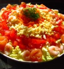 Laišos ir krevečių salotos