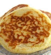 Mieliniai pyragėliai su sūrio įdaru