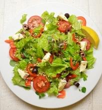 Daržovių salotos su Brie sūriu