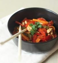 Daržovių stir fry su kalakutiena