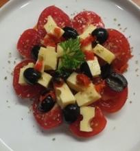 Pomidorų ir sūrio salotos