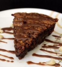 Šokolado ir Makadamijų Riešutų Pyragas