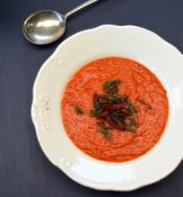 Pomidorų iš šoninės sriuba su česnakais