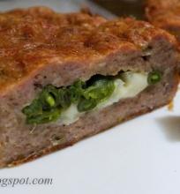 mėsos keksas su mocarela ir šparaginėmis pupelėmis