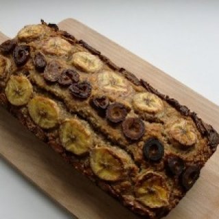 Veganiška bananų duonelė su datulėmis