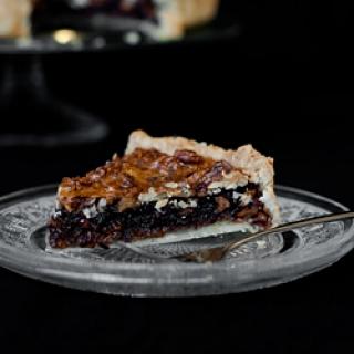 Pyragas su graikiniais riešutais, šokoladu ir brendžiu