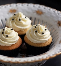 Vaniliniai keksiukai su plaktos grietinėlės kremu