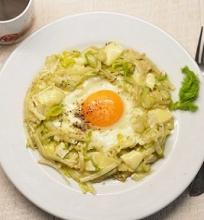Kepti kiaušiniai su pankoliu ir Brie sūriu