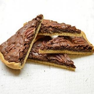 Šokoladinis pyragas su karijų (pekanų) riešutais