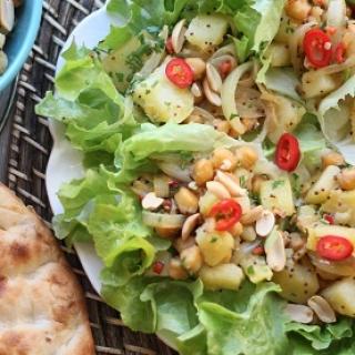 Indiškos bulvių salotos