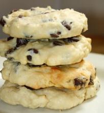 Sausainiai su Kreminiu Sūriu ir Šokolado Gabaliukais