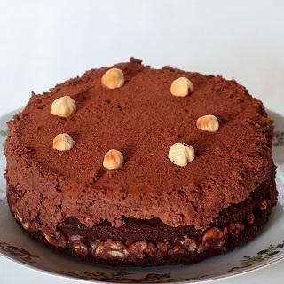 Pieniško šokolado muso tortas su lazdyno riešutų traškučiu