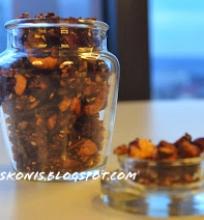 granola su spanguolemis ir bananais