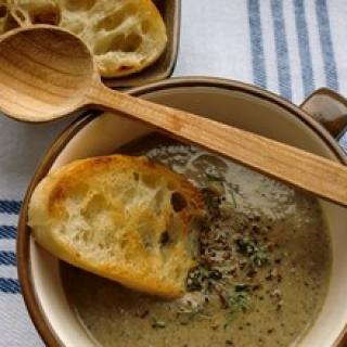 Trinta rudųjų pievagrybių sriuba
