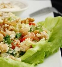 Daržovių salotos su Kuskusu, Avinžirniais ir Graikiškais Riešutais