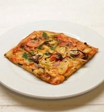 Pica su karamelizuotomis šakninėmis daržovėmis ir ančiuviais