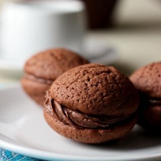 Pyragiukai su šokoladiniu kremu