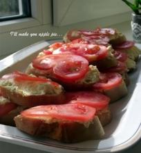Sumuštinukai su kiaušiniu ir pomidoru
