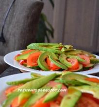salotos su avokadu ir cukinija