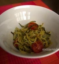 Cukinijų spaghetti su kepintais pomidorais