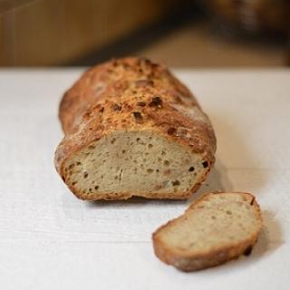 Duona su žemės riešutų sviestu (nereikia minkyti)