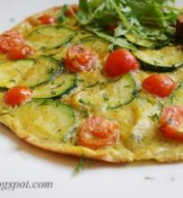 omletas su cukinija ir vyšniniais pomidorais