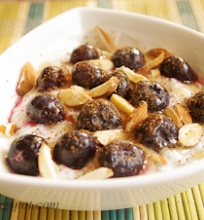 jogurtas su chia sėklomis ir šilauogėmis