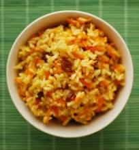 Ryžiai su morkom ir razinom