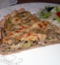 Maltos mėsos ir kopūstų pyragas su kariu ir obuoliais