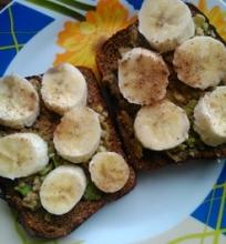Sumuštinis su avokadu ir bananu