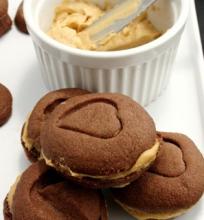 Šokoladiniai Sausainiai su Sviestiniu Kavos Kremu