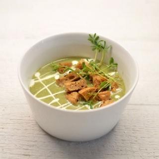 Trinta dilgėlių sriuba su česnakiniais skrebučiais